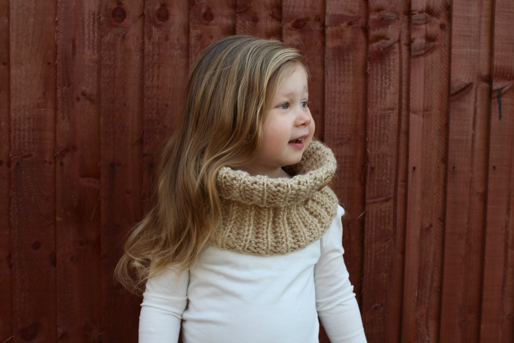 CROCHET BUTTON TODDLER COWL – FREE CROCHET PATTERN – Wool and Stitch